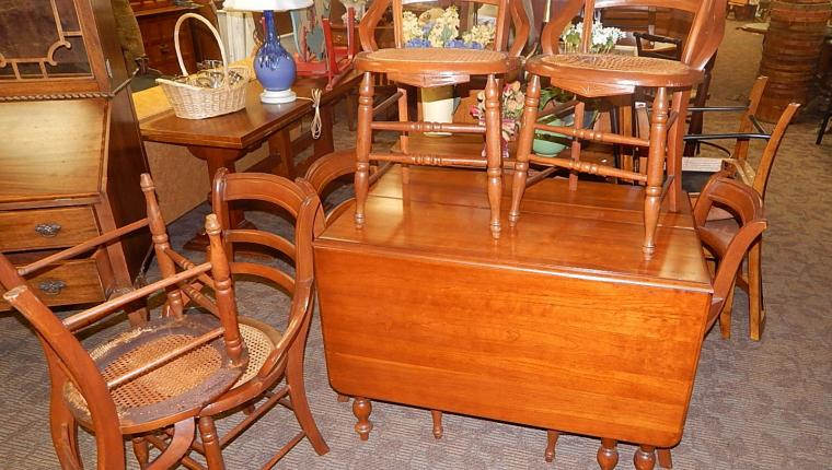 Dutch colonial cherry drop leaf gateleg table w 6 caned chairs