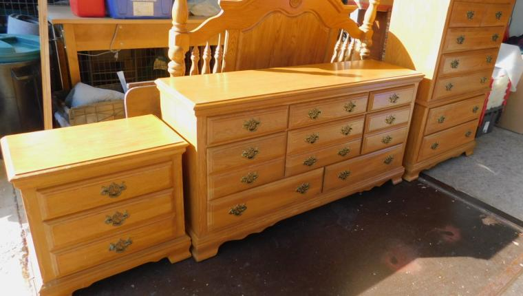 American Signature Traditional Oak Bedroom Set Dresser Chest