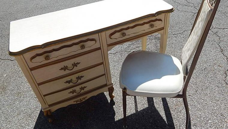 Vintage girls small French provincial white desk w chair