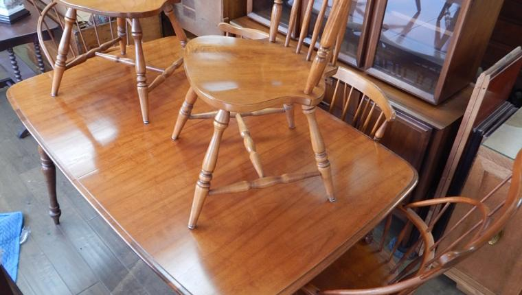 traditional maple dining room table Windsor chairs