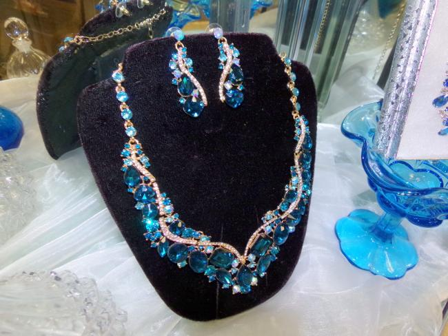 Business Closeout Cleopatra Necklace Earring Sets Crystal Costume Jewelry Huge Selection. We ... & Business Closeout Cleopatra Necklace Earring Sets Crystal Costume ...