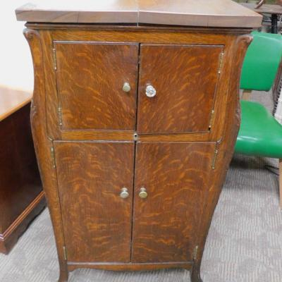 Antique tiger oak Victor Victrola 14 record cabinet stand ca 1918