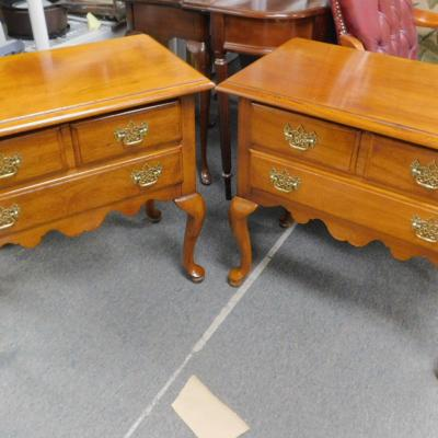 Chippendale Queen Anne Thomasville oak small server chest sideboard